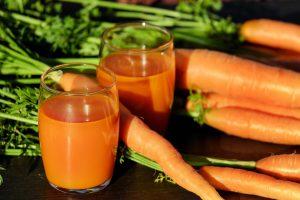 Есть ли польза в морковном соке