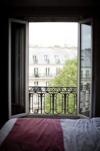 чтобы правильно выспаться, проветривайте комнату перед сном