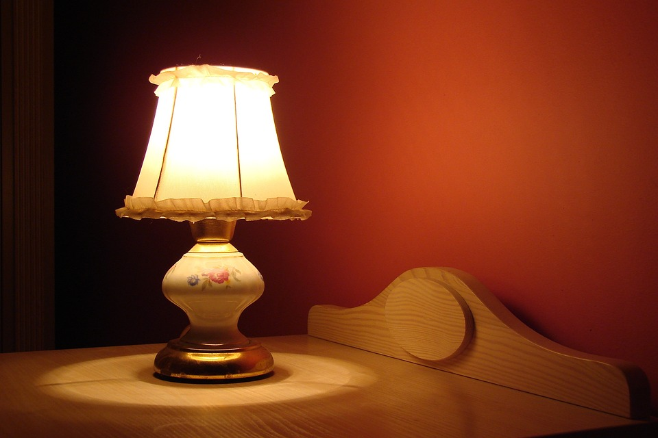 Чтобы правильно выспаться необходимо тусклое освещение
