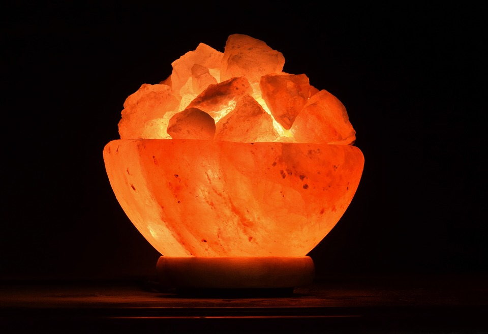 Лампы из гималайской соли: реальные полезные свойства и мифы