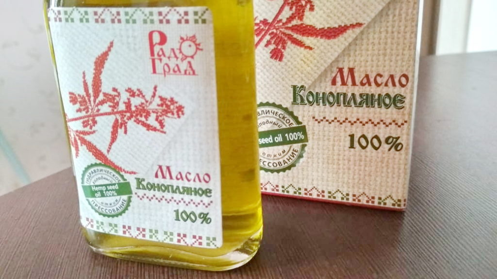 Пищевое конопляное масло можно добавлять в салаты, каши и супы.