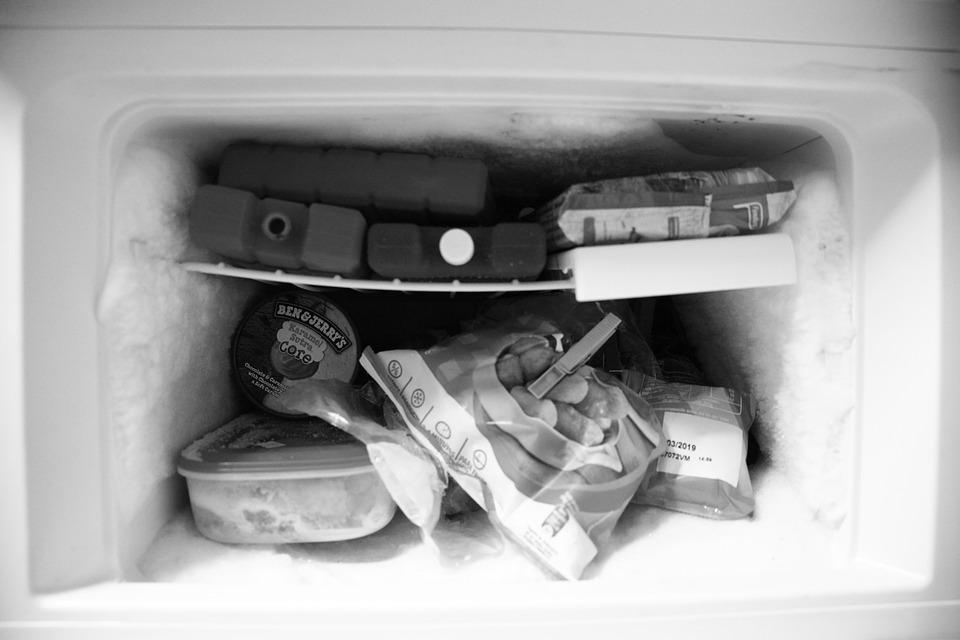 Пищевая сода устраняет неприятный запах в холодильнике