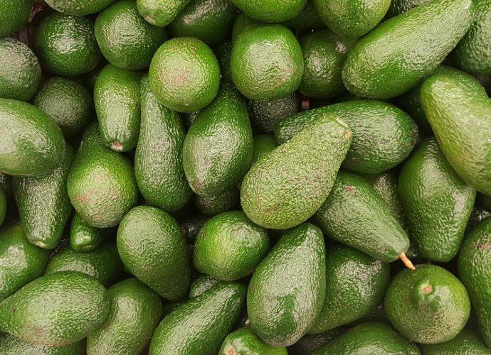 Маска для лица с яичным белком и авокадо