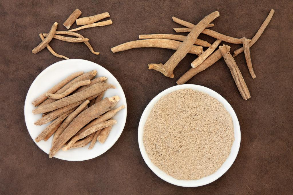 Для применения ашваганды чаще всего используются корни растения, реже листья